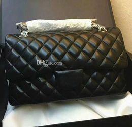 8a26929857d Diseñador de la marca Negro de piel de cordero 30 cm XL Jumbo doble solapa  bolso de color burdeos Interior de las mujeres de cuero genuino bolso  bandolera ...