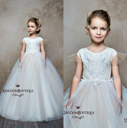 Wholesale 2019 Tulle A Line Flower Girl Dresses Princess Flare Sleeves Lace Applique Bow Girls Pageant Birthday Party Formal Dresses With Buttons