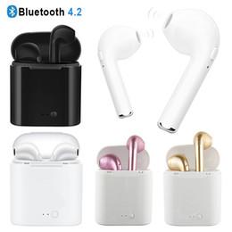 Toptan satış I7 I7S TWS Twins Bluetooth Kulaklık Mini Kablosuz Kulaklık Kulaklık Mic ile Stereo V4.2 Kulaklık Iphone Android için Şarj Ile kutu