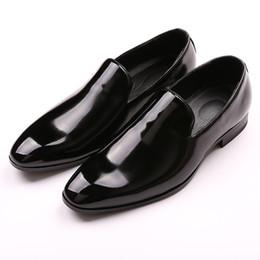 Gradient Leather Men Shoes NZ - Mens Patent leather Gradient Loafers Men Formal Wedding Dress Shoes Men Casual Gentlemen Flats Smoking Slippers Men's Moccasins