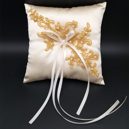 $enCountryForm.capitalKeyWord NZ - New Wedding Ring Pillow With Ribbons 15x15cm Lace Wedding Ring Holder Marriage Ring Cushion Bearer Wedding Party Decoration A018
