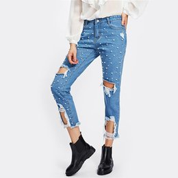 China 2018 New Pearl Beading Destroyed Jeans Ripped Jeans for Women Blue Mid Waist Zipper Fly Women Pants Denim Women Jeans cheap pearls light suppliers