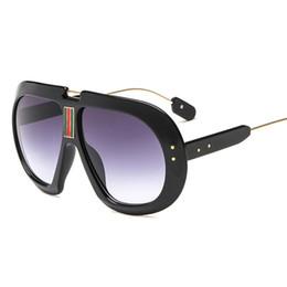 681ae256bb Nouveau 2018 Mode Surdimensionné lunettes de Soleil Femmes Marque Designer  De Luxe Gradient Lunettes de Soleil Dames Rétro Vintage Acétate Nuances  UV400 W69