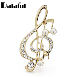 Discount musical notes brooches Dalaful Amazing Crystal Musical Note Brooch Pin Simulated Pearl Hat Accessories Scarf Clip Brooches Women Wedding Pins Z