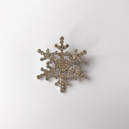 snowflake brooch christmas gift girls alloy plated pins brooches gold and  silver fashion anniversary gift accessories 4e805e3203df