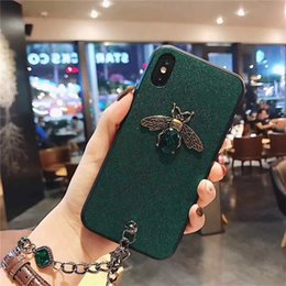 Wholesale 3D Rhinestone Bee Back Cover Case Emerald Diamond Phone Case Metal Bracelet Rope Cellphone Shell Stylish for iPhone XS Max XR s