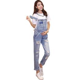 f3451a7bc Hole Denim Jeans Maternity Overol Correas Pantalones Para Mujeres  Embarazadas Algodón Embarazo Braced Suspender Baberos Trabajo Llevar Ropa
