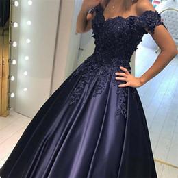 Großhandel Weg von der Schulter V-Ausschnitt Ballkleider Abendkleid Applique Lace Matte Satin ärmellose Abendkleider angepasst