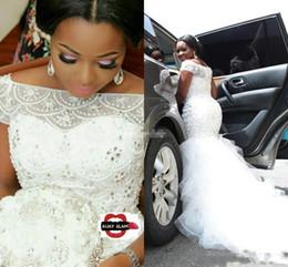Venta al por mayor de 2018 vestidos de novia de sirena africana africana caliente fuera del hombro con cuentas de cristal abalorios escalonados tren de la corte a medida más el tamaño formal vestidos de novia