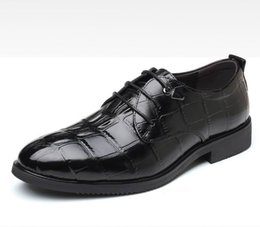 China Hot Selling British Black Dress Shoes Men Fashion Round Toe Alligator Pattern Lace Brogue Shoes Design Lacing Leisure Office Plus Size 47 48 supplier leisure plus suppliers