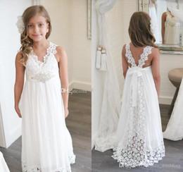 5a587330eb 2018 Princesa Barato Encantador Lindo Blanco Boho Largo Encaje Vestidos de  Niña de Flores Hija Niño Bonito Niños Concurso Primera Comunión Santa  Vestido