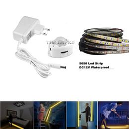 Ingrosso DC12V Striscia LED Sensore di movimento Spia ON / OFF flessibile Nastro LED flessibile 1M 2M 3M 4M 5M SMD5050 Lampada da letto con alimentatore