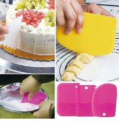 Fondant Color Set Australia - 6 Color 3Pcs set Plastic Dough Knife Icing Fondant Scraper Jagged Edge Plain Smooth Cake Paddle Cake Spatulas Baking Pastry Tools B
