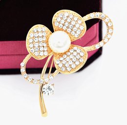 Flower Design For Brooches NZ - 2018 Fashion Design Romantic Flower Brooch Bling Bling Clear Rhinestone Faux Pearl Lady Brooch Delicate Popular People Garment Pin For Party