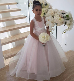 Lace up toddLer pageant dress online shopping - Hot Sale Ball Gown Flower Girl Dresses For Weddings Lace Up Back Toddler Pageant Gowns Tulle Sweep Train First Communion Dress