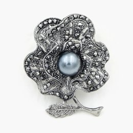 wholesale african clothing women Canada - Fashion Black Color Plated Alloy Retro Style Women Clothes Jewelry Accessories Pin Vintage Stylish Black Diamante Flower Brooch