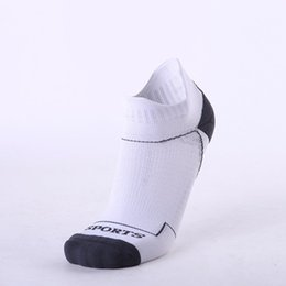 professional soccer socks 2019 - Outdoor Sport Basketball Soccer Running Hiking Bike Cycling Sock Professional Sport Socks Breathable Running Socks disco