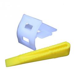 100 / bag sistema de nivelamento de telha 50 clipes + 50 cunhas nivelador de telha espaçadores Lippage em Promoção