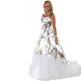 Fashion White Snow Camo Wedding Dresses with Tulle Skirt Realtree  Camouflage Bridal Dresses Sweep Train Wedding Gowns 2017 Vestidos Ve Novia 7bba752b01ea