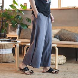 Pantalones de color sólido masculino Harem cintura elástica pantalones  anchos de pierna Hombres estilo Kimono Japón moda faldas casuales pantalones c85b79e7757