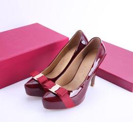c57a9d24 Nuevo 2019 mujeres Bowtie zapatos de tacón alto diseñador de la marca  europea Chunky zapatos de cuero genuino cómodo calzado Ladies Bombas de lujo