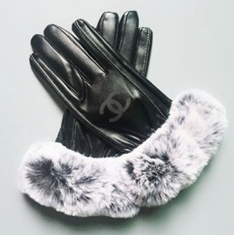 2018 Winter Matt Leather Con Guanti di pelliccia Unisex Designer PU Leather Women Five Fingers Gloves Brand all'ingrosso in Offerta
