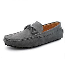 Мужчины корова замши мокасины весна осень натуральная кожа вождения мокасины скольжения на мужчин Повседневная обувь большой размер 38 ~ 44 GA351