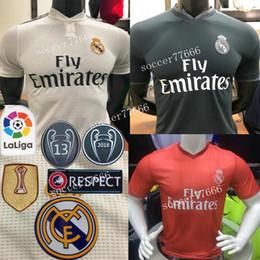 18 19 S-3XL Versión de jugador Real Madrid Camiseta de fútbol RONALDO  MODRIC 18 19 BALE   5 VARANE ISCO BENZEMA ASENSIO tercer jugador de fútbol  maillot 5018492fdf55e