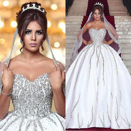 Barato Vestidos De Luxo Em Estilo Árabe-Árabe Dubai Styles Luxo Beaded Ball Gown Vestidos de noiva Sweetheart Sleeves Bridal Formal Gowns High Quality 2018 Backless