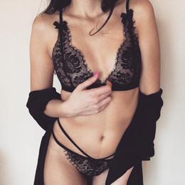 9a3fd8753 Mulheres QUENTES Sexy conjunto de lingerie cílios Rendas Transparente Sexy G -Cordas E Tangas Cueca T-calças + sutiã Lingerie Calcinha preço de Fábrica