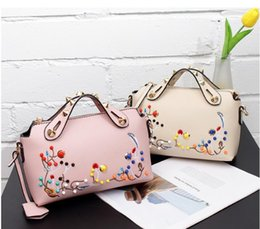 good quality leather crossbody bags Canada - 100% Genuine leather 2018 good quality fashion embroidery retro ladies casual tote crossbody bag women messenger bags pouch bat