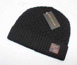 China 2018 New Good Quality Luxury Brands V Autumn Winter Unisex wool hat fashion casual Letter hats For Men women designer cap cheap cashmere beanies suppliers