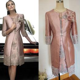 2017 Vintage Carla Ruiz longitud de la rodilla madre de la novia novio trajes de talla larga apliques de la chaqueta de encaje vestidos de invitados de boda en venta