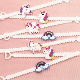 8c9d12ec8c20 Bebé niña unicornio emoji Pulseras PVC unicornio Pulsera niños Accesorios  Fiesta de cumpleaños Favores Suministros para niños C3727