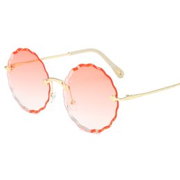 62d6c7c0aa6 Red Glasses Round Sunglasses Vintage Brand Designer Women s Round  Sunglasses Men Retro Big Metal Bee Frame Oculos Circle Shades