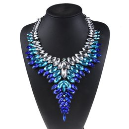 4f3e8eba8966 Multicolor AZTEC Boho Maxi Tribal de lujo en forma de V Rhinestone Collar  para las mujeres Big Red Crystal Collar de piedra Gargantilla partido