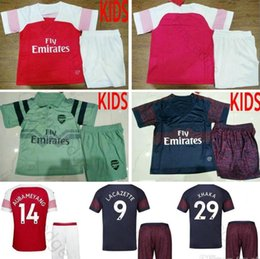 82023a55d 2018 19 Kids Arsenal Soccer Jerseys AUBAMEYANG OZIL MKHITARYAN LACAZETTE  RAMSEY GIROUD Custom Home Red Away Blue Youth Boys Football Shirt