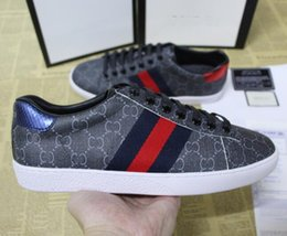 New Designer Branded New Personality Luxury Brands Uomo Donna Casual Sneakers Sneaker in pelle bianca in rilievo g Shoes With Box in Offerta