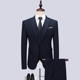 Más el tamaño de la chaqueta + pantalón + chaleco traje de los hombres a  estrenar Deep Blue trajes de vestir para hombres negocios desgaste formal  traje de ... 8e70ac1eb87d