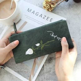 White Rose Pattern Australia - Super Seabob 2018 New Pattern Fashion Canvas White Rose Embroidered Purse Concise Hasp Vintage Student Wallet Long Women DA397