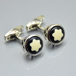 b7119028d9d1 Plata de alta calidad - Oro - Moda de oro rosa Camisa de los hombres Gemelos  clásico Marca de cobre Gemelos para regalo de boda A8