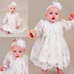 Lindos vestidos de bautizo de dos piezas para bebés sin mangas apliques de encaje Vestido largo de bautismo Primeros vestidos de comunicación (vestido + chaqueta)