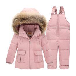 169022bca53f7 Costumes d hiver pour garçons filles 2017 Garçon Ski Costume Enfants  Vêtements Ensemble Bébé Canard Bas Manteau Manteau + Salopettes Enfants  chauds