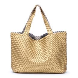 4231e7bab7578 Женские сумки сумки 2018 Женский искусственная кожа сумка тканые большой  емкости путешествия корзина сумка Bolsa Feminina