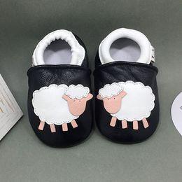 Vente en gros 2018 bébés premiers marcheurs avec trois couleurs différentes enfants chaussures souples de bonne qualité livraison gratuite