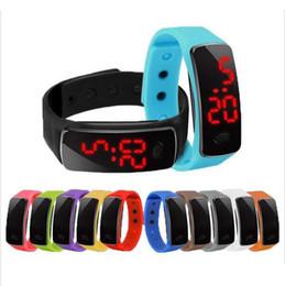 Heißes Großverkauf-neue Art- und Weisesport-LED passt Süßigkeit-Gelee-Mannfrauen Silikon-Gummi-Touch Screen Digital-Uhr-Armband-Armbanduhr auf