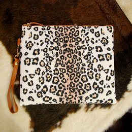 $enCountryForm.capitalKeyWord Canada - White Leopard Printed Cosmetic Bag Makeup Bag Wholesale Blanks Clutch Bag Can Be Embroidery With Free Shipping RB875