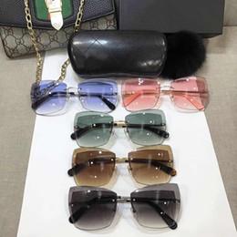e8e7eb6db5c8 2018 Gafas de sol superventas baratas Gafas de sol de lujo cuadradas del  estilo para la manera clásica para mujer para hombre Anti-UV UV400 con la  mejor ...