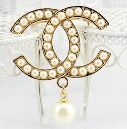 $enCountryForm.capitalKeyWord NZ - Charm Pearl Pendant Corsage Double Layers Pearl Letters Brooch Pins Scarf Clips For Women Girl Wedding Jewelry Dress Accessories
