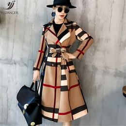 Vente en gros Plaid Coat Femelle Longue Section 2018 Automne Mode Nouveau Manteau Coupe-Vent Femelle Auto-Culture Atmosphère Dignifiée H064
